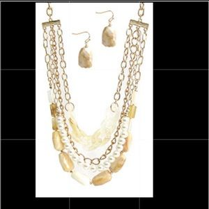 Beaded necklace & earring set!